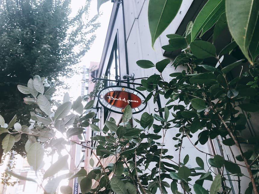 Bunch-of-peoniesのステンドグラス風の看板