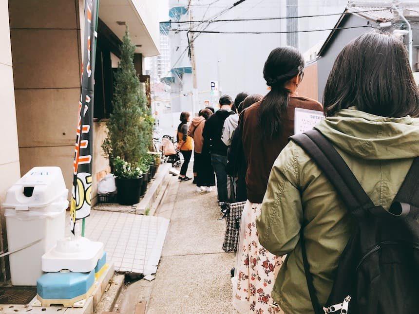 コーヒーショップKAKOの長蛇の列